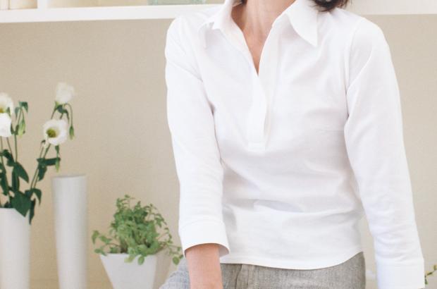 白いシャツの貴婦人